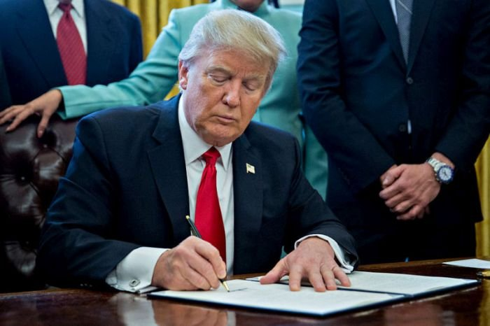 Jobless Americans To Get $300 Weekly As Trump Signs COVID-19 Bill
